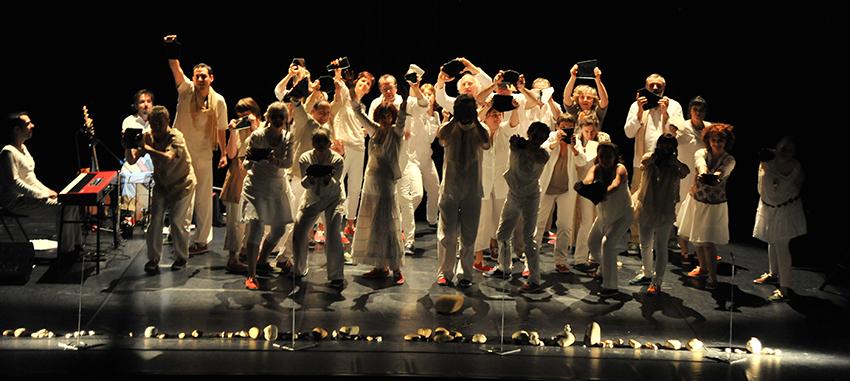 Eclairage du spectacle des Clés à Molette : 'Quel âge as-tu à ton miroir ?'